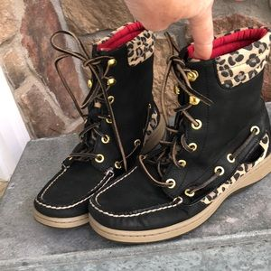 Sz 5 1/2 Sperry boots (big girl) Adorable